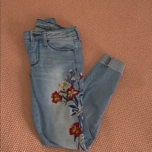 Mossimo light washed embroidered jeans (24/00)